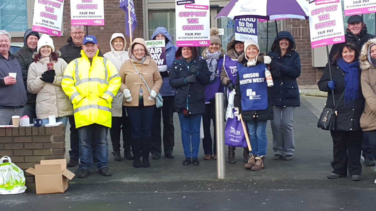#FEstrike24feb solidarity between ucu and unison at southport https://t.co/okk38GhlSO