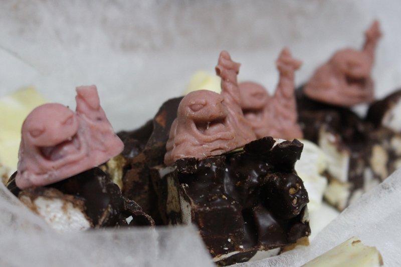 妹からチョコレートもらったんだが毒が盛られてた pic.twitter.com/vebD4sxU2v