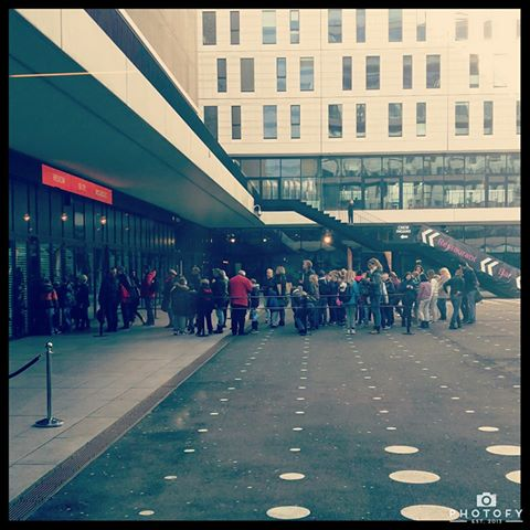 RT: De eerste enthousiastelingen staan al te wachten, nog even en dan gaan de deuren open! #MegaDojoNL @CoderDojoNL https://t.co/4xeoe8iJnp