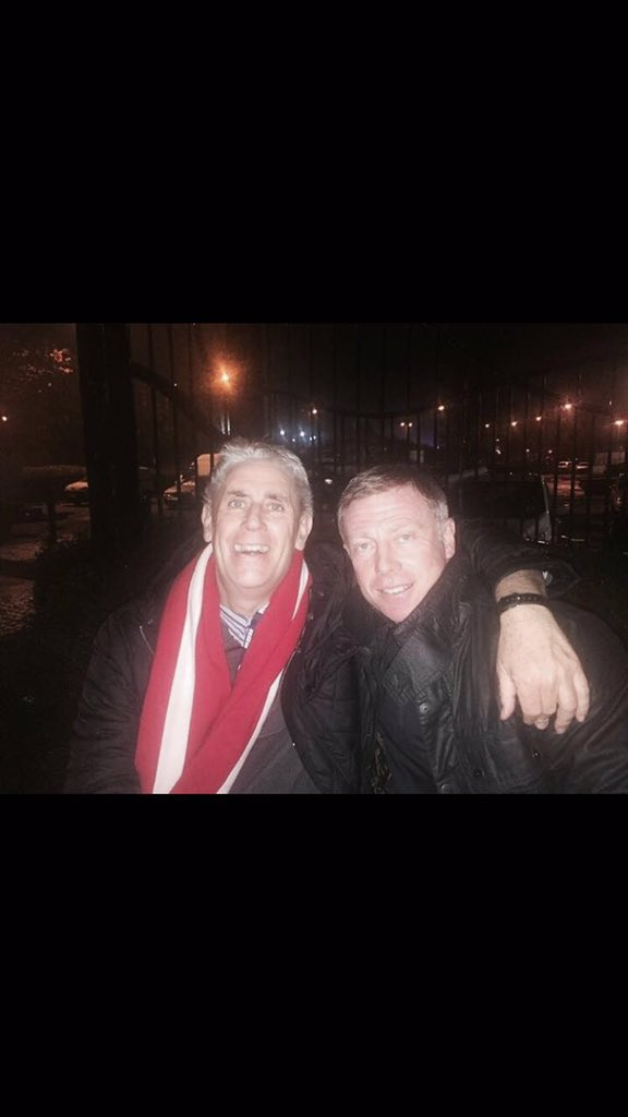 The last photo I had with my hero xxx https://t.co/dCflWxmJXh