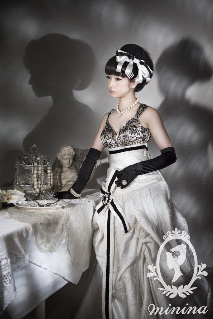 ミニーナのギャラリーに新しいお写真が増えました。今までのミニーナの写真とはまた違う、黒と白と銀の美しい世界。冬を思わせる静謐なスタイリングです #ミニーナ #変身写真 https://t.co/TOKlnn30Ip https://t.co/ddorw208VR