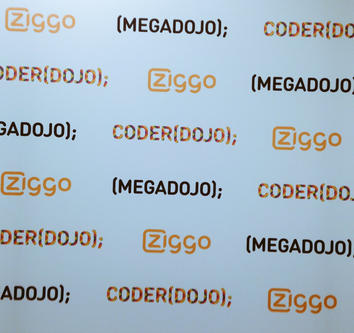 Met veel dank aan >150 @ZiggoCompany collega's en vrijwilligers van en rondom @CoderDojoNL een top dag!#MegaDojoNL https://t.co/NDaFqU6nBS