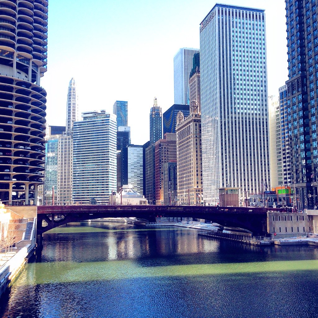 Bright, brisk day on the #Chicago River. https://t.co/7ziwryjZHY