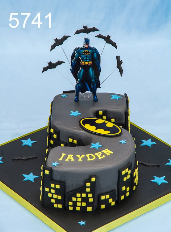 Awe Inspiring Sweet Fantasies On Twitter Batman Themed Number 5 Birthday Cake Funny Birthday Cards Online Sheoxdamsfinfo