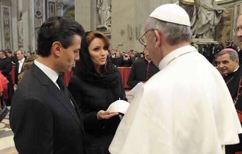 Tan cerca de la corrupción y tan lejos de las víctimas @Pontifex_es   #PapaEnMex #Justicia  . https://t.co/QPeGlr67rS