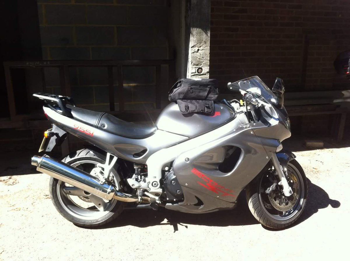 Friends bike stolen today fm St Marks Place, London W11 London - Triumph 955i Sprint Reg PO54 DPV - Pls RT. Tks https://t.co/ghRvVpMJrg