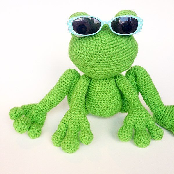 Mayor Snack Frog Crochet Pattern | Squirrel Picnic | 599x599