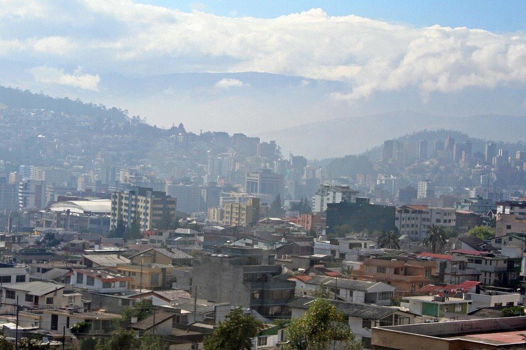 Nube de esmog visible en #Quito, la mañana de este jueves. ¿Deberíamos alarmarnos?  https://t.co/b0cOB79feK https://t.co/GxBbpkn8yr