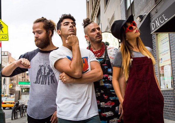 LAST CHANCE to #WinAmplified! RT by 11pm for VIP Experience to eat cake w/ @DNCE + see concert @JannusLive on 2/20! https://t.co/DwURmf5PBH
