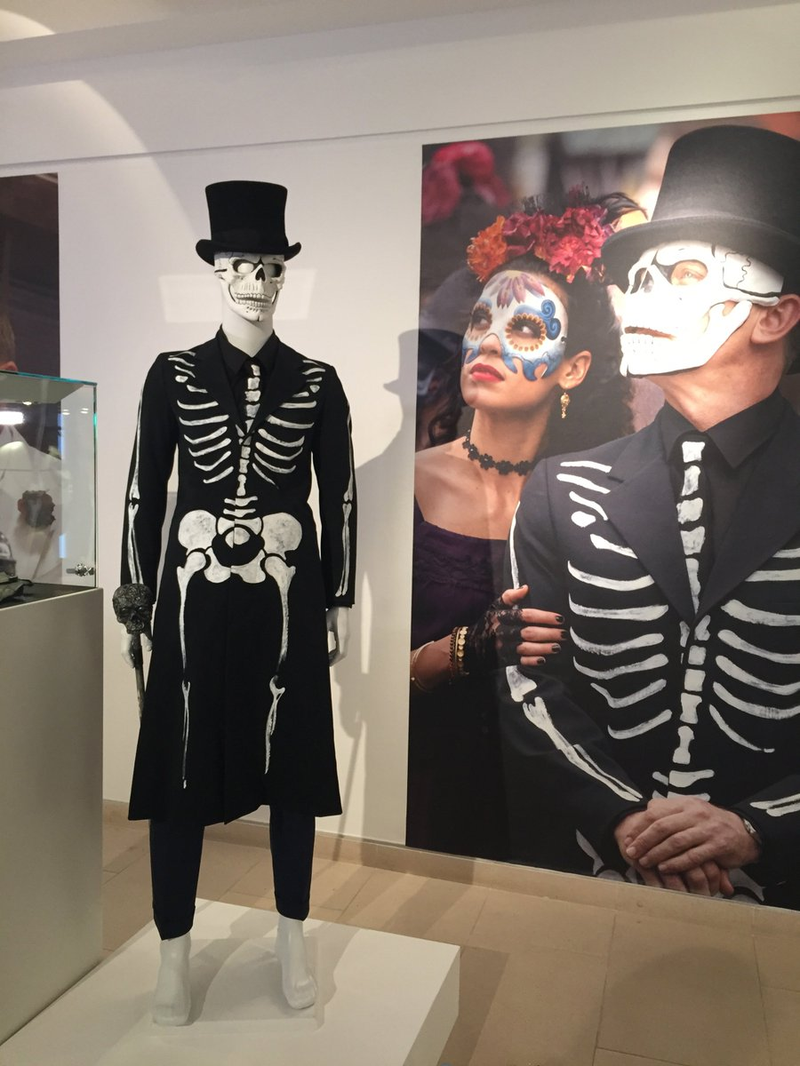 "James Bond on Twitter: ""Bond's Day of the Dead Costume has ..."