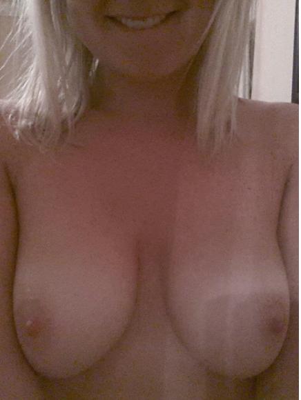 Nude Selfie 3030