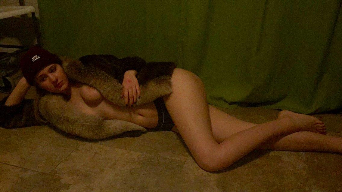 Nude Selfie 3032