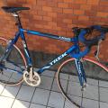 何度もレースに出た自転車が盗まれました 日時:2/19午前 場所:さいたま市見沼区東大宮 車種:2006年式TREK1500 特徴:チェーンリング55t、赤のチューブラー、TIMEのペダル、青のバーテープ #拡散希望 #自転車盗難 https://t.co/VGS4b9Yy8g