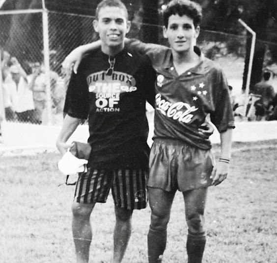 FOTOS HISTORICAS O CHULAS  DE FUTBOL - Página 3 Cbk48N6UYAUKGr7