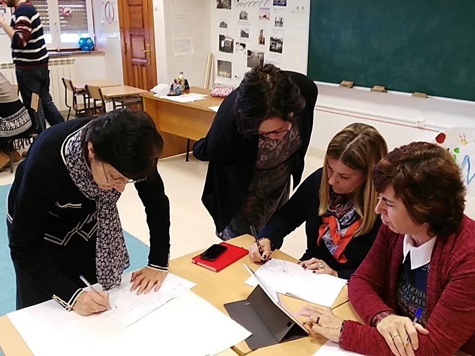 #SGlab  M. Mar, Olga, Esther, M.Carmen, Pablo. Gamificando en San Gregorio https://t.co/F8Z3LmcJ1w