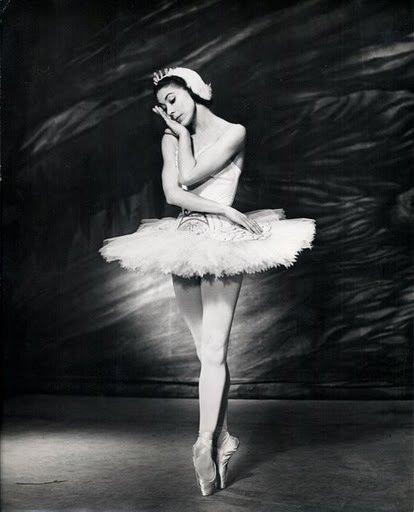 """I explained it when I danced it."" - Remembering #ballet legend #MargotFonteyn, who died 25 yrs ago today. https://t.co/hWzD9EjsY1"