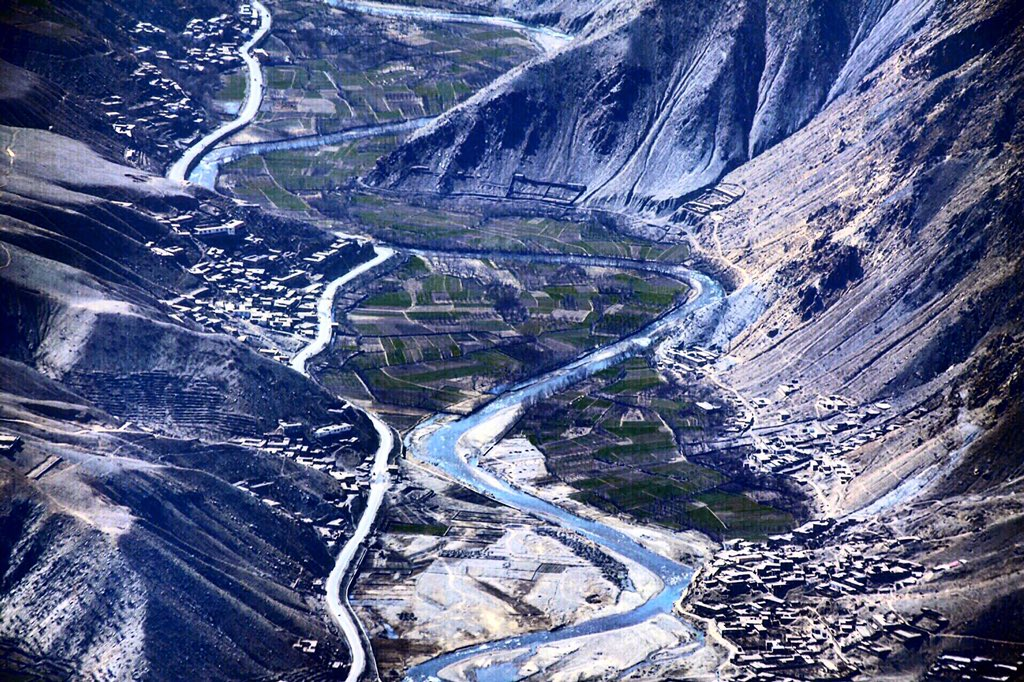 #AFG Flying through the smokey winter mist over the silver ribbon of Salang river snaking around thevillages&hamlets https://t.co/O2hR7ISixq
