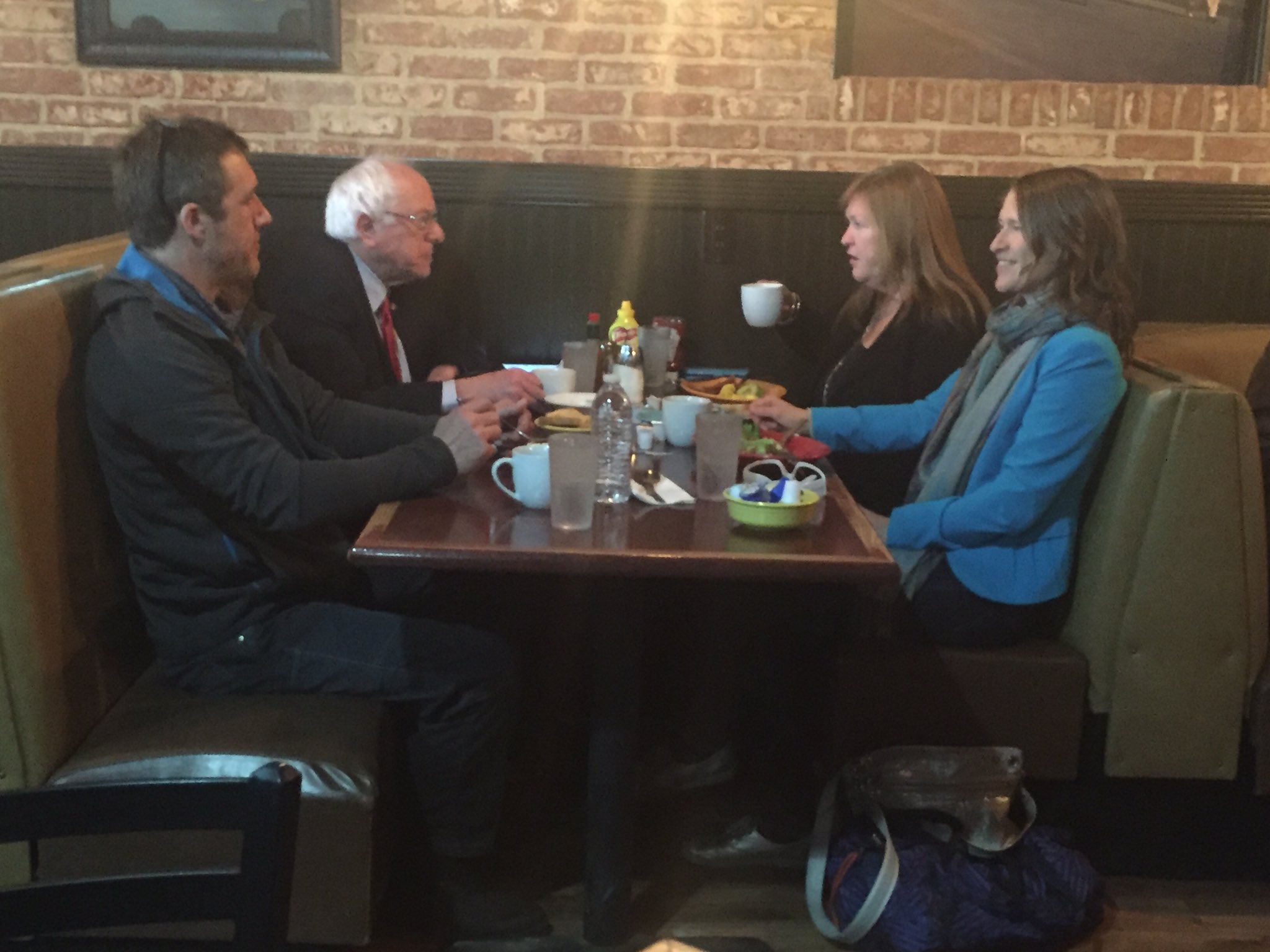 Coffee cup family restaurant - Berniesanders Getting Breakfast W His Wife Jane And Daughter Heather At Coffee Mug Family Restaurant In Elko Nv Https T Co Spy1bkki0a