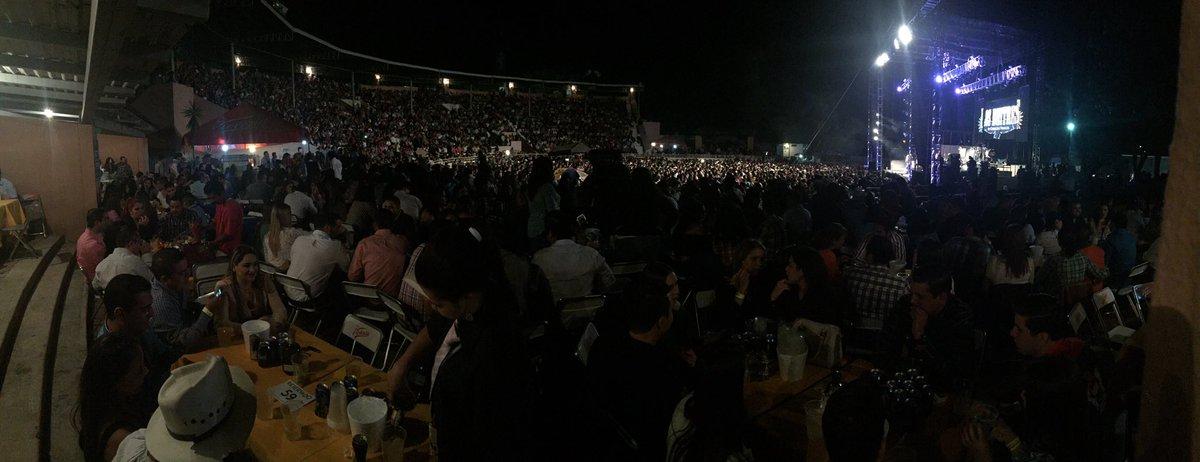 No tenemos más palabras que decirles que Muchas Gracias a toda la gente de Colima hoy @BANDA_MS @LosBuitres https://t.co/eC5cVNeEny