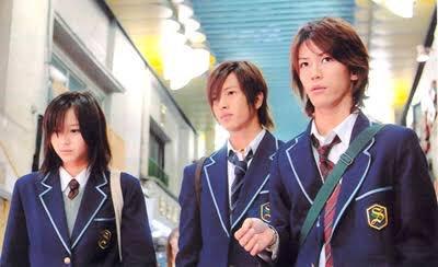 10年前高校生だった3人 10年後 修二は怪盗になり 信子は刑事になり 彰は坊さんになった