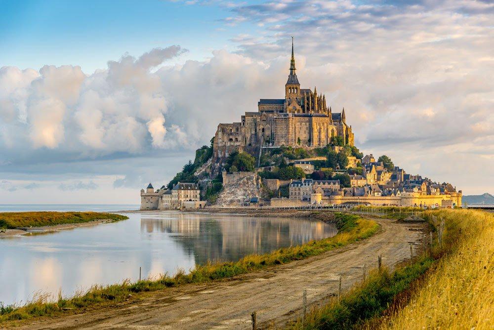 Mont Saint-Michel (Мон Сен-Мишель), Нормандия, Франция - как добраться, расписание транспорта что посмотреть. Путеводитель по аббатству Мон Сен-Мишель, Нормандия, Франция, аббатство Мон Сен-Мишель, аббатство Сен-Мишель, самые красивые места во Франции, что обязательно посмотреть во Франции, лучшие достопримечательности Франции, лучшие достопримечательности Нормандии, самые зрелищные места во Франции, самые красивые города во Франции, Франция, города Франции, путеводитель во Франции, что посмотреть во Франции, Нормандия, Нормандия Франция, достопримечательности Нормандии, самые красивые монастыри мира, самые красивые достопримечательности мира