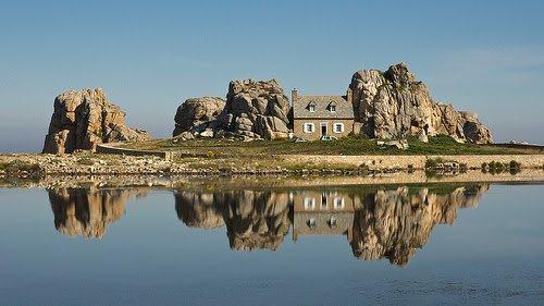 """""""Дом между скалами"""", Бретань"""