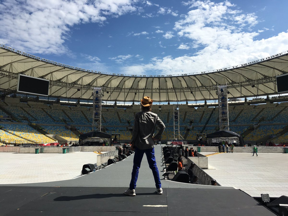 Ta lindo, ta quente, é o Maracanã!  It's beautiful, it's hot, it's Maracanã ! #StonesRio