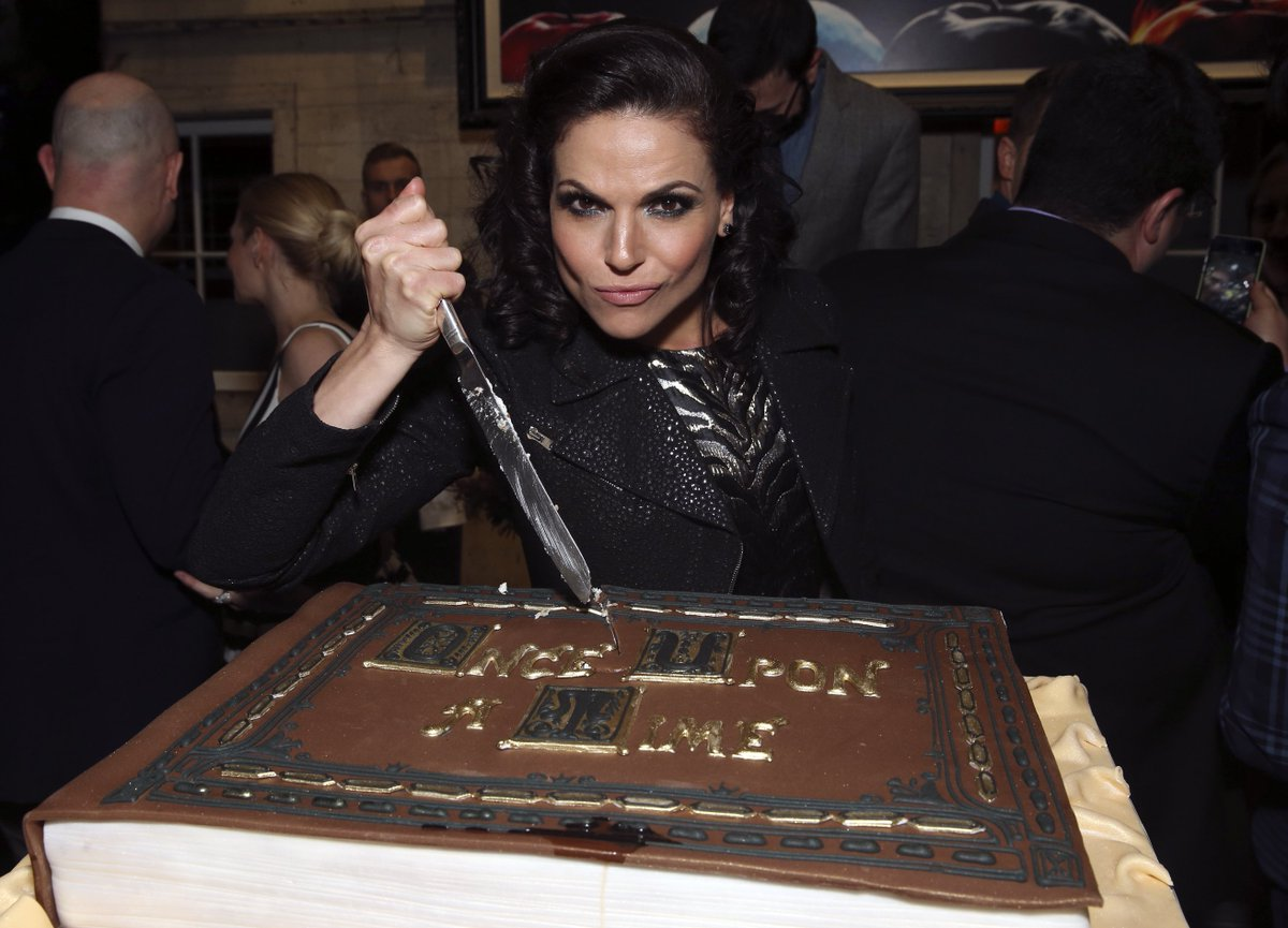 #OnceUponaTime 100th episode party photos https://t.co/S6gwSFYZjg https://t.co/PRmDnqIQ6D