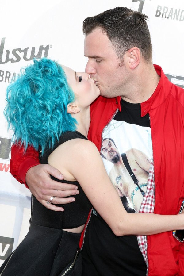 MASSIVE Congratulations to Hayley Williams & Chad Gilbert - Married 20/02/2016 https://t.co/ttZyw22UQd