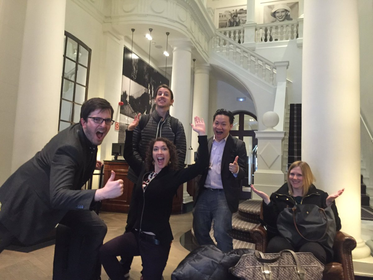 Our crack Samsung live blog team is ready to roll. Catch it here: https://t.co/eLy1hUo25e @cnet #cnetatmwc #MWC16 https://t.co/CUP7zzm7kx