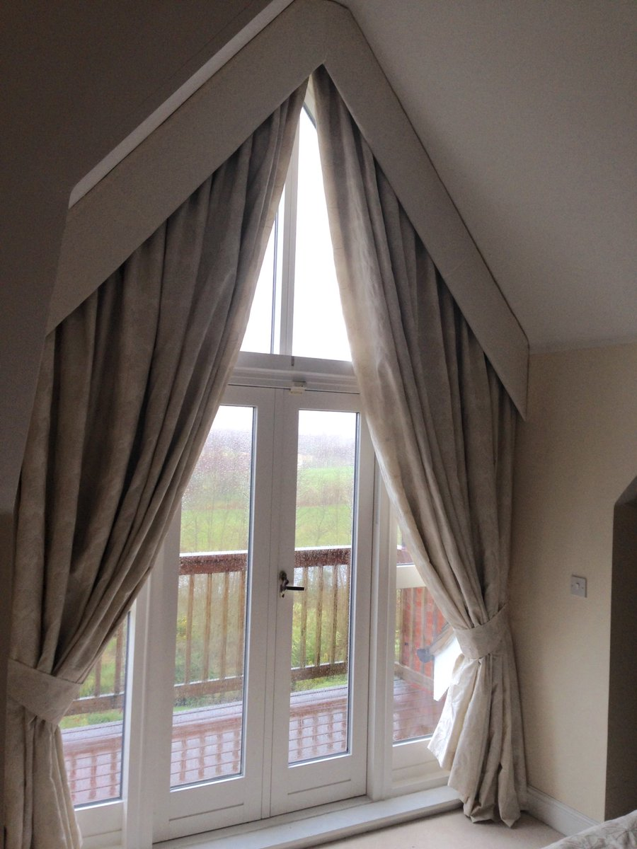 Kings Curtains On Twitter Pelmet Added To A Set Of In This Awkward Shaped Window Pelmets Interior Personal Service Challenge