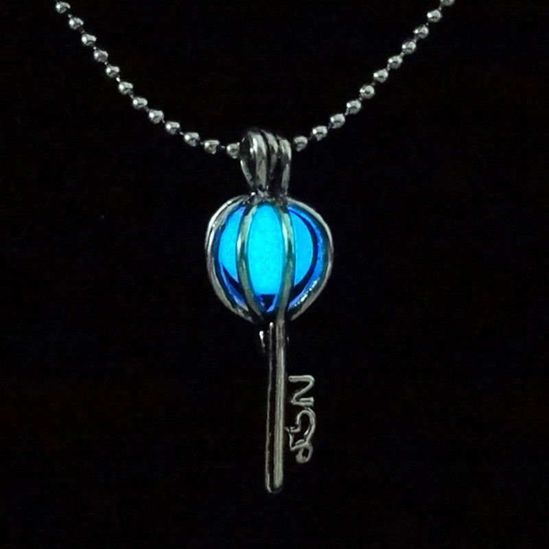 #SundayFunday #Giveaway Time! Follow, Retweet & Like this tweet to be entered to win this #Steampunk GLOW pendant! https://t.co/P74RfJzFcw