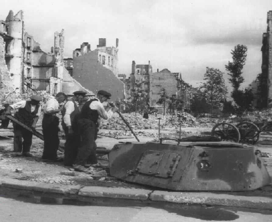 معركة سقوط برلين 1945  CbwzWumWAAEeT34