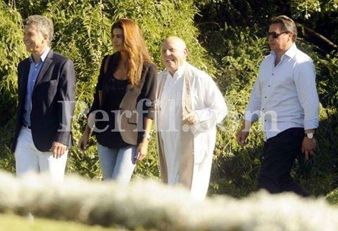 #LaCrisis hace que Macri se ría en el funeral de un amigo https://t.co/yeNviwa9Eu