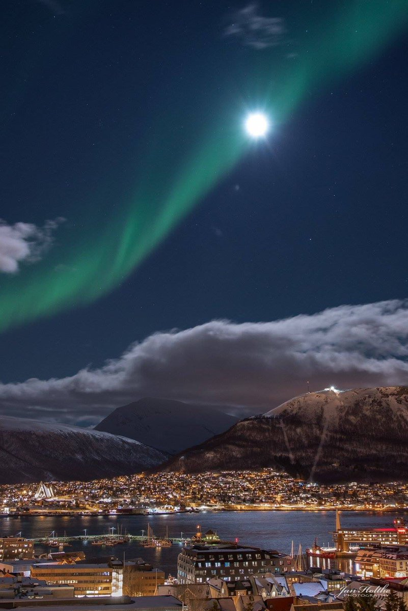 Tromsø #Norway last week, photos by Jan Holthe #visitnorway #northernlights https://t.co/AVjdXjJdb6