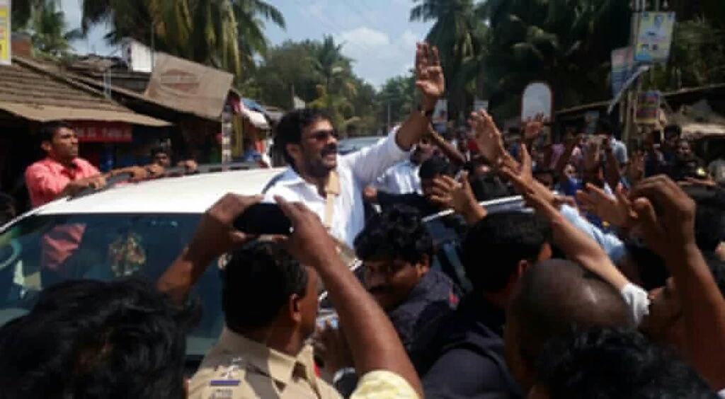 Megastar Chiranjeevi is thronged by crowds of people. There is a lot of hope among the people that Chiranjeevi would actually do better for their village. Megastar Chiranjeevi perupalem, megastar adopts village, Real Megastar, Real Srimanthudu Megastar Chiranjeevi, Chiranjeevi vows to adopt more villages after Perupalem.