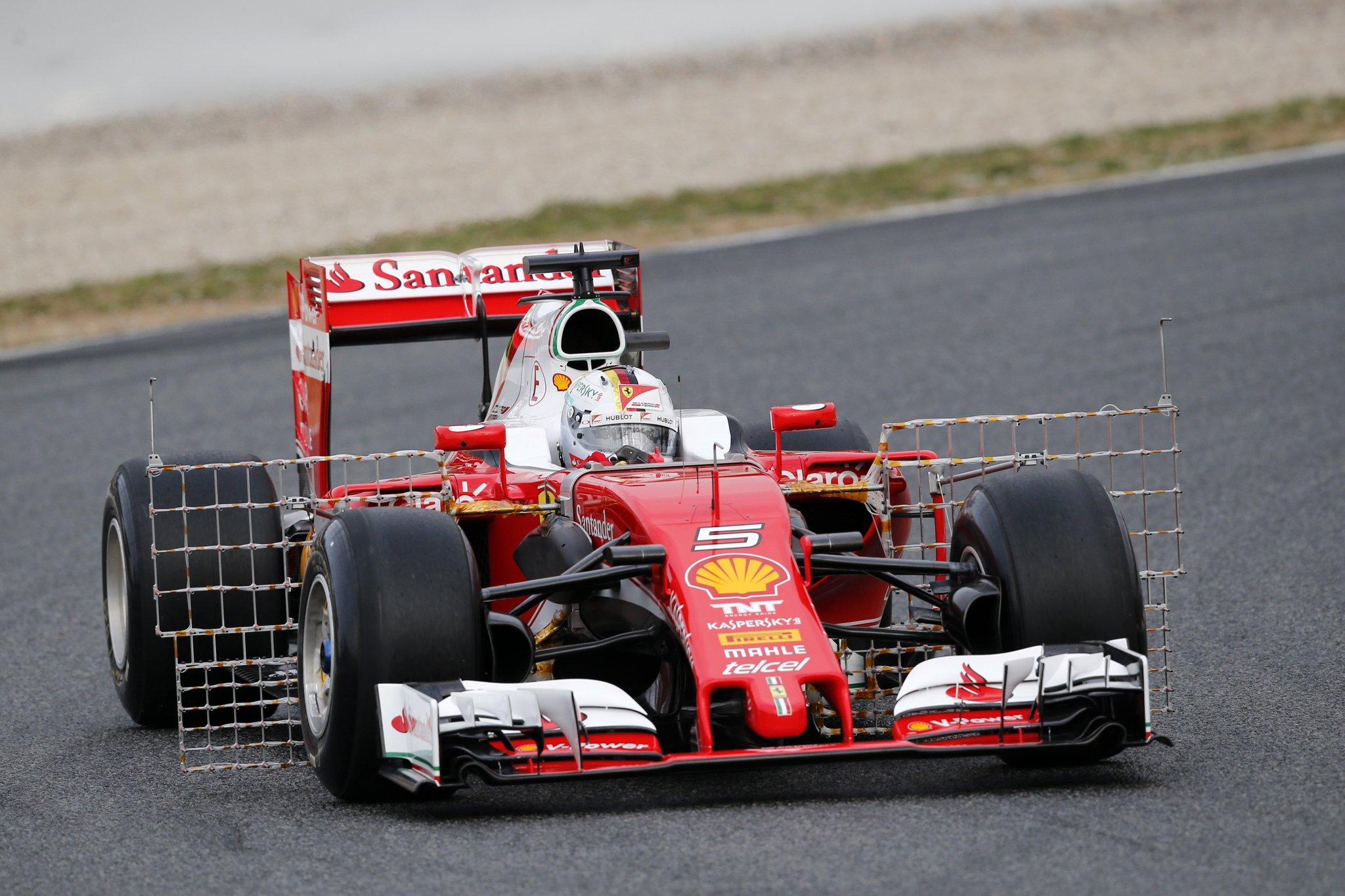 Як у Барселоні боліди Формули-1 тестували - фото 1