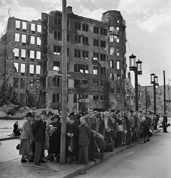 معركة سقوط برلين 1945  Cc-lMg6WAAAjzzE