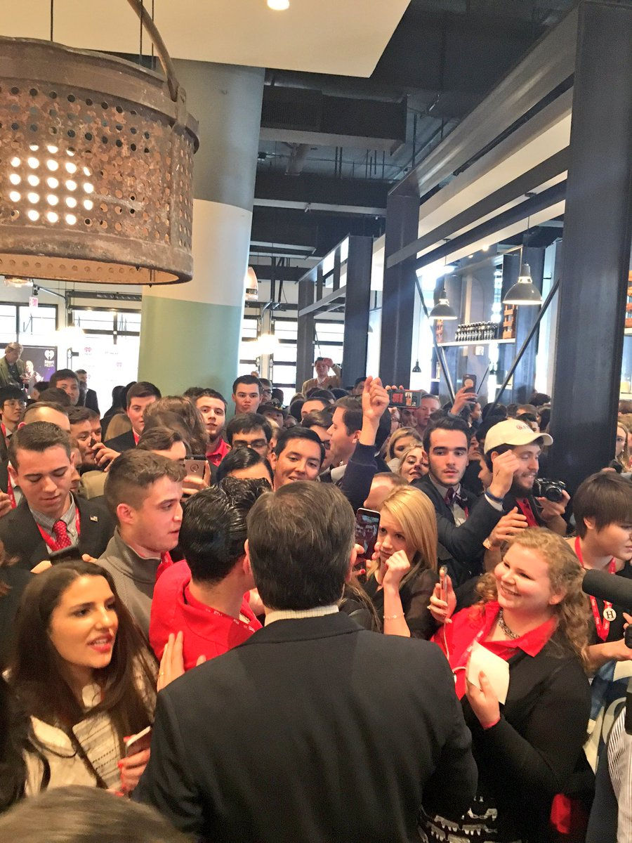 Thank you @tedcruz for listening and speaking to young conservatives at @CPAC! #CRNCatCPAC https://t.co/xx2INS1fsx
