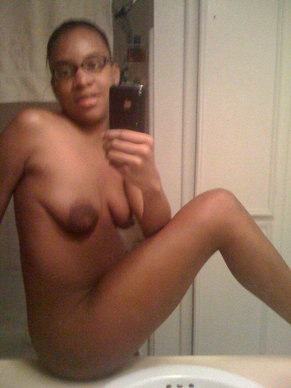 Nude Selfie 3954