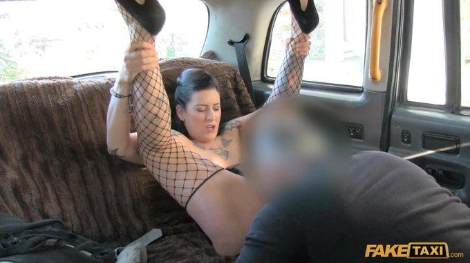 RT @PornScreenShot: @AshleyDiamondLN @FakeTaxi #cumshot #cuminhermouth #bigcum #pornscreenshot #faketaxi