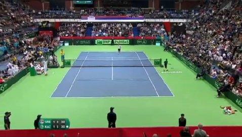 Djokovic is that crumpled heap in the corner. https://t.co/l4Sjdc5bgu