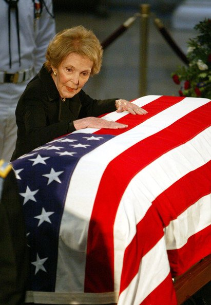"""Former First Lady Nancy Reagan - important to my generation for telling us """"Just Say No"""" - has died. https://t.co/wxz8EE4uwQ"""