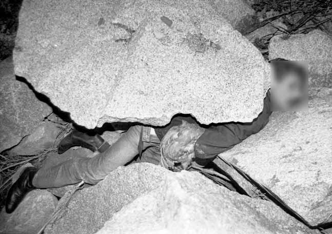 #HEMEROTECA Un ourensano aplastado por una piedra mientras tenía sexo con una gallina https://t.co/PTn9dMSjD1 https://t.co/DHthi9KnHn