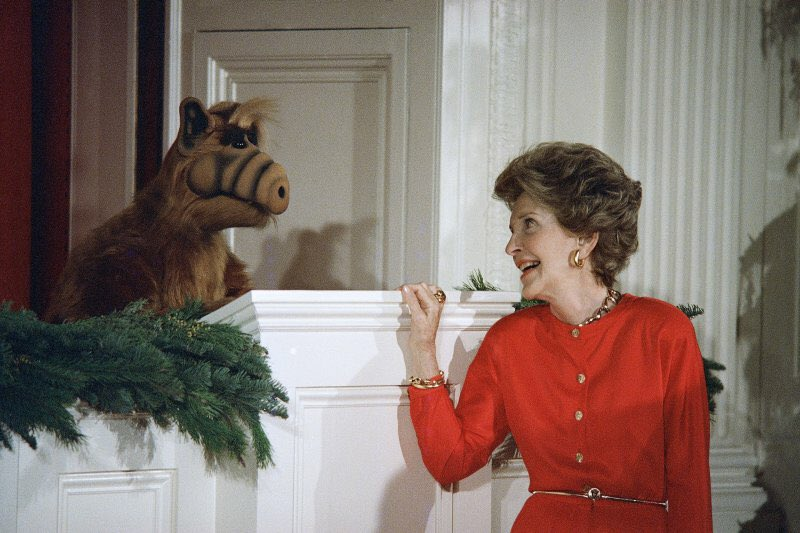 """Another thing Nancy Reagan just said """"NO"""" to, was helping people dying of AIDS. Anyway, here she is with ALF. https://t.co/lThPlOGccV"""