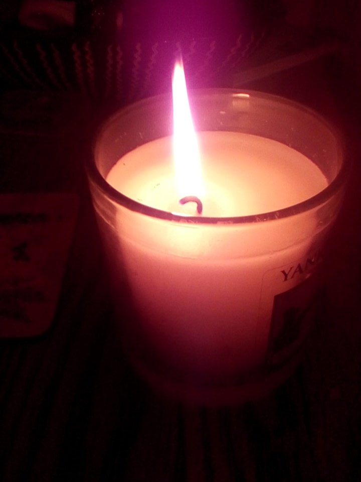 Lighting a #CandleforClaire on mothers day to #rememberjackandpaul @womensaid https://t.co/5KxE9t8Ei0