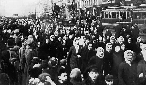 11)Elles manifestent le 23 février dans le calendrier Julien, donc le 8 mars 1917 pour notre calendrier https://t.co/FiYzE2iykK