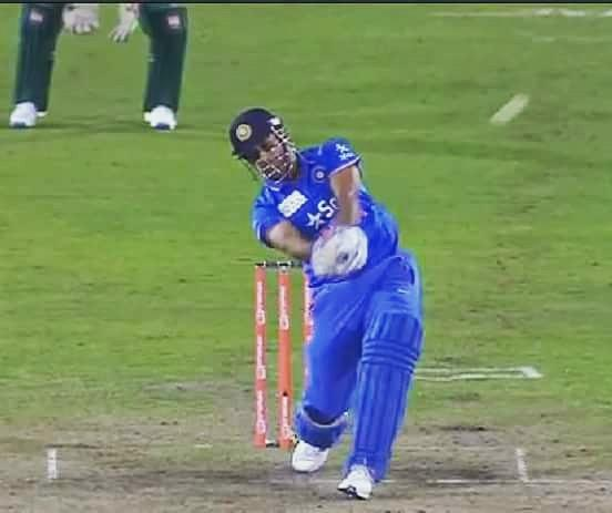 This six by @msdhoni reminded everyone of the historical World cup winning six of his! :) #Champions #India #asiacup https://t.co/Jaf9eEKEAw
