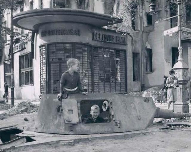 معركة سقوط برلين 1945  Cc5iLm0WwAATjpq