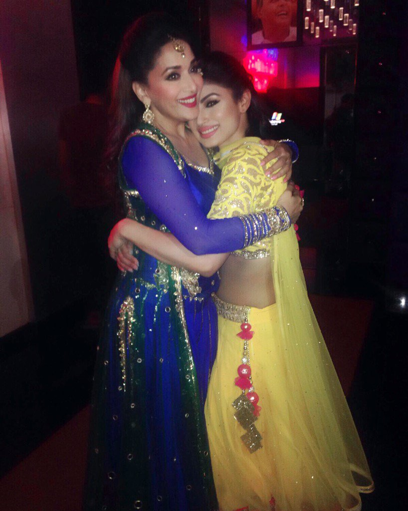 Naagin Shivanya aka Mouni Roy with Madhuri Dixit at Golden Petal Awards 2016 Image-Picture
